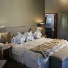 wedgeview-country-house-and-spa-stellenbosch-honeymoon-suite-12